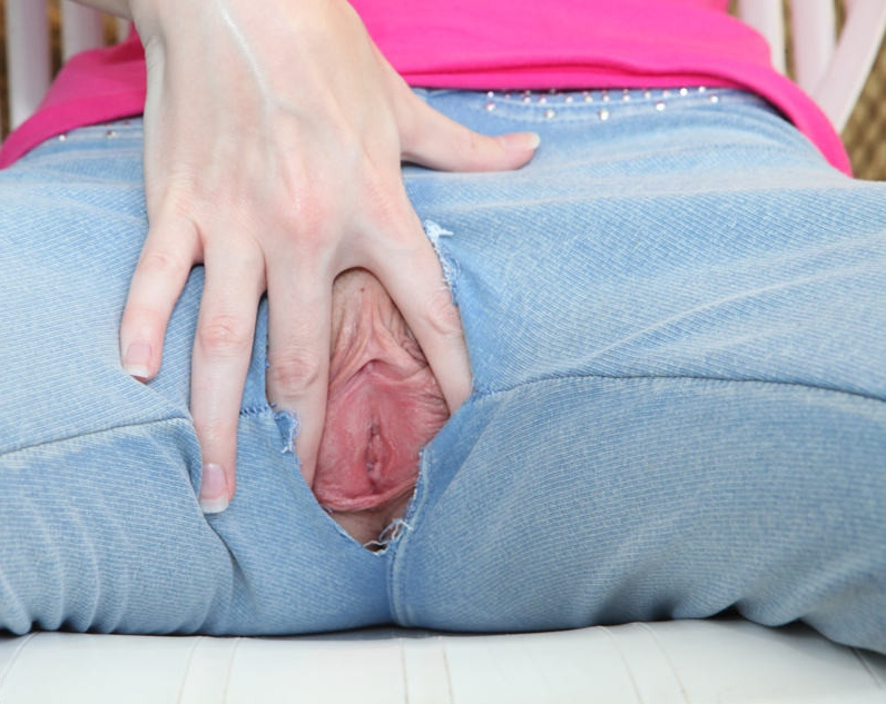 I use the seam of my jeans to tease my clit when im