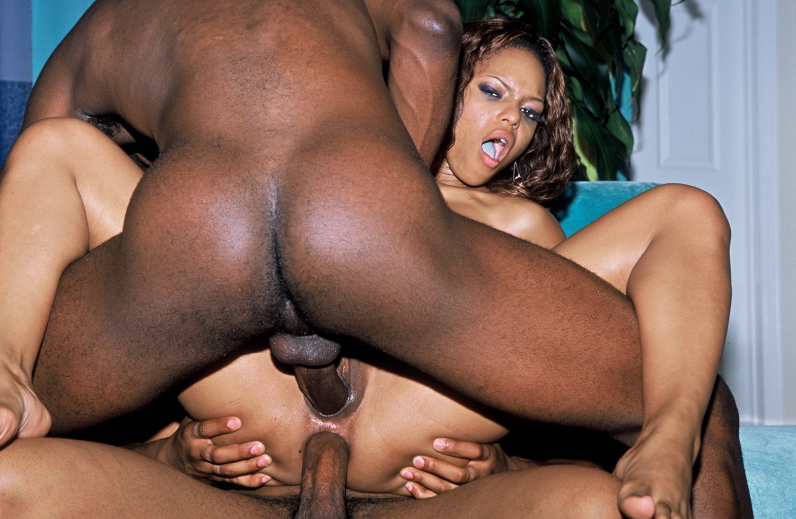 Ebony Slut Teanna Trump Has Her Ass Nailed Hardcore And Receives Cumshot