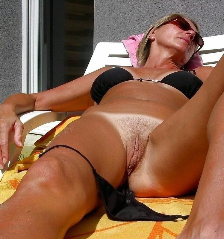 Naked Mom Imageed When Bathing And Touching Her Bare Forms